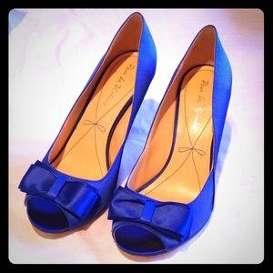 Pour La Victoire blue satin heals